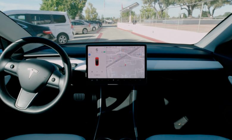 Photo of Tesla-ejere dummer sig med Smart Summon-funktionen