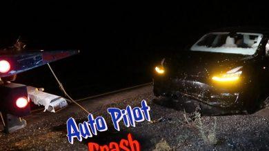 Photo of Tesla ejer filmer mens hans bil kører på Autopilot – og ender i grøften