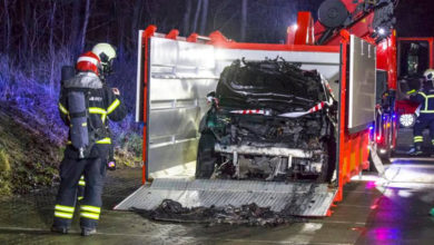 Photo of Brand i hybridbil slået ned i nyindkøbt container