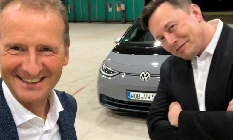 Photo of Se Elon Musk prøvekøre Volkswagen ID.3